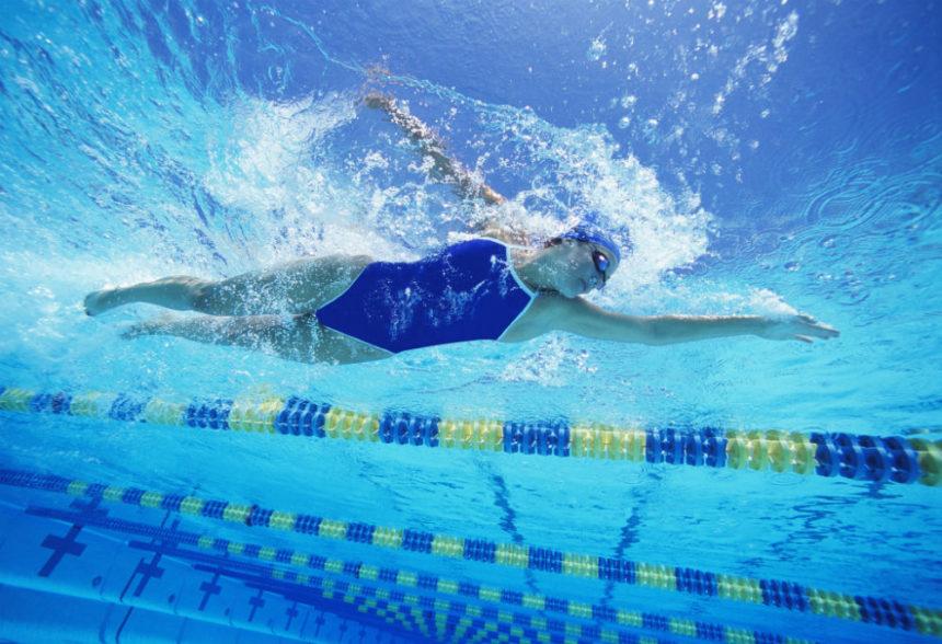 Nadar para evitar o mejorar el dolor de espalda