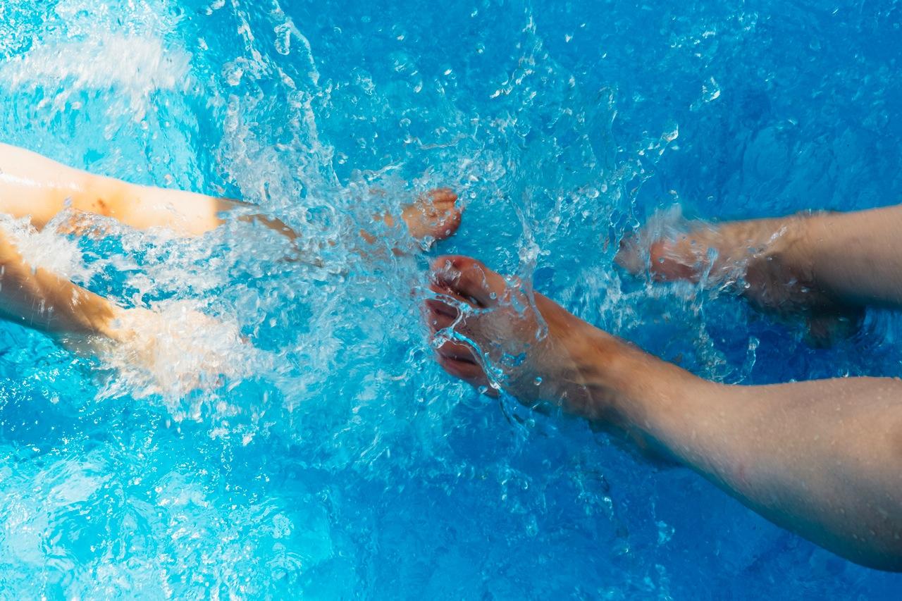 Conoce las ventajas de las piscinas de agua salada for Mantenimiento piscina agua salada